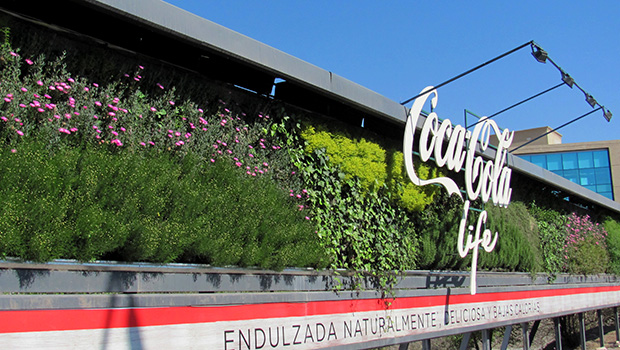 Grandes formatos publicitarios para importantes marcas hacen del jardín vertical un recurso original e innovador