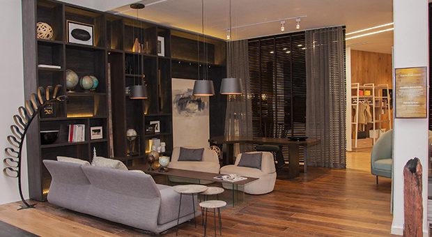 """""""HABITACIÓN DE HOTEL"""" de Walter Russo.  Sofisticado dormitorio para satisfacer las necesidades del hombre de negocios."""