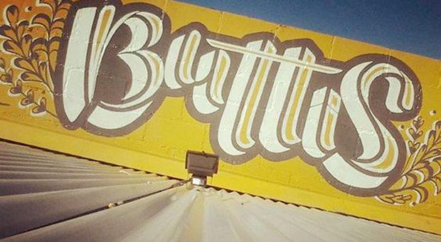 Cartel exterior de Buttis, Av. Recta Martinolli