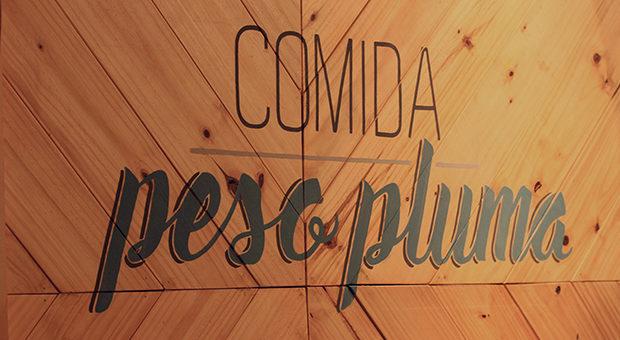 Pintura sobre madera, en Fuegos del Cerro.